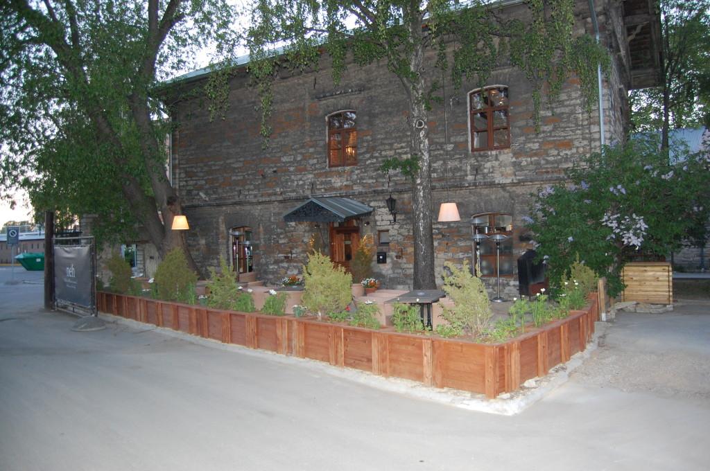 Terrassi lillekastid-istutuskastid Lootsi